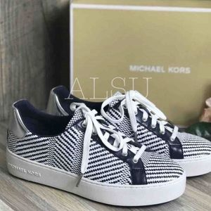 NWT Michael Kors Poppy Lace Up Diagonal Weave Navy